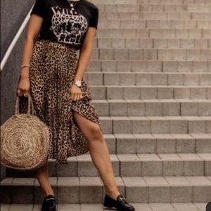Dresses & Skirts - Vintage Leopard Midi Skirt